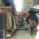 【盗撮動画】放課後のミニスカJKを発見して店内で追い回すように粘着してパンチラ尻肉を撮影しまくるw