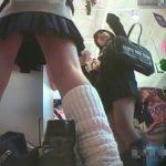 【盗撮動画】美少女JKのパンチラを撮影させるなら現役女子高生に依頼するしかないと決心させる映像w