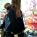 【盗撮動画】美少女・美脚・黒ストッキングとパーフェクト無双状態な制服JKのガチ本物お宝パンチラ映像!