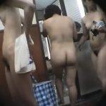 【HD盗撮動画】驚愕の危険映像!人気スパ施設の女子脱衣所のリアル映像!丸見え女性が多数来場!