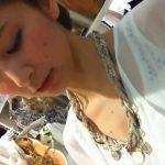 【HD盗撮動画】過去最高レベルの激カワ美人ショップ店員さん!魅惑の胸チラと超絶の美脚映像がコレw