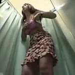 【盗撮動画】スタイル抜群過ぎてどの水着も似合ってしまう美人ギャルの試着シーンを隠しカメラが収録w