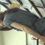 【HD盗撮動画】レンタルDVD店でスカートの深いスリットが興奮そそるギャルのブルーパンチラ完全攻略w