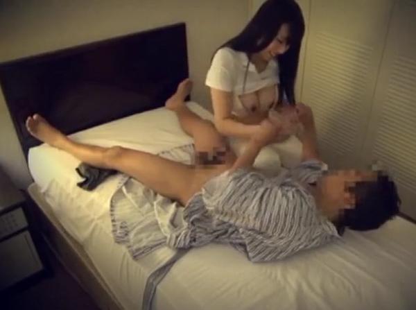 【SEX盗撮動画】出張マッサージで派遣された黒髪美人妻の巨乳ボディを本番でいただく羨ましいお客様w