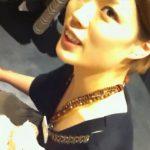 【盗撮動画】超美人なショップ店員のお姉さんが膝付き接客してくれるので胸チラ撮りまくるのにマジ最適w