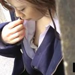 【HD盗撮動画】美人OLの大失態!何気ない仕草の中で乳首を露出してしまってる街中胸チラ激写映像w
