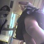 【盗撮動画】電車で制服JKの楽しそうな会話が興奮そそる生足パンチラをローアングルから撮影しまくりw