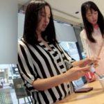 【HD盗撮動画】ショッピング中の美人お姉様二人組に勝手に同行するように粘着してパンチラ逆さ撮り攻略w
