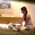 【盗撮動画】ビジネスホテルに出張マッサージで派遣された新人の超美人妻!戸惑いながらも本番中出し!