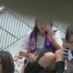【盗撮動画】メガネっ娘の清純パンチラ!階段に座って股間がノーガード!望遠カメラで徹底収録しまくるw