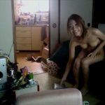 【盗撮動画】可愛い年下嫁の裏切り!リアル昼顔妻!自宅に若い男を連れ込んで不倫SEXしてる証拠映像!