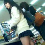 【HD盗撮動画】激カワおませさんな制服JK美少女の派手目パンティ!スーパーでお買い物中に粘着撮りw