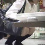 【盗撮動画】店内をすべて知り尽くした元従業員が商品棚の視覚を利用してJKのパンチラを撮影していた!
