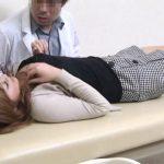【盗撮動画】中絶費用が用意できない美人ギャルを見ると大人の交渉に入って中出し決める産婦人科医!