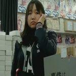 【盗撮動画】お買い物中のギャルに密着してスカート内からパンティを撮影する危険人物がついに投稿したw