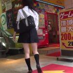 【盗撮動画】繁華街で美少女JKを尾行してパンティを撮りまくり!ゲーセン内で正面パンチラのチャンス到来w