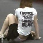 【盗撮動画】白昼堂々と危険すぎるギャルのスカートジャック!被害者の驚きの表所と仕草がマジ堪らない!