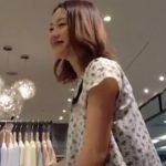 【隠し撮り動画】唖然とするほど美人過ぎるショップ店員さんの接客中にパンチラを攻略した貴重映像発見w