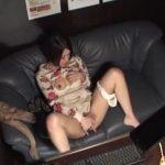 【盗撮動画】美女のネットカフェ利用が危険!設置された個室に案内されてオナニー撮影される被害激増w