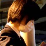 【HD盗撮動画】犯罪行為!狙われた制服女子高生の下半身!駅構内で尾行してまさかの捲りパンチラ!