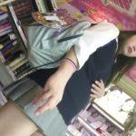 【HD盗撮動画】激カワ美少女の女子高生に付かず離れず密着してパンチラを撮影しまくってUPするオレw