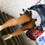 【盗撮動画】やっぱ駅の階段がパンチラには最適!ミニスカギャルのパンティをしっかりと尾行ロックオンw