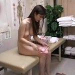 【動画】手足のむくみに悩む美人OLが来院!丸裸にしてしっかりと猥褻肉棒治療を施す整体マッサージ師w