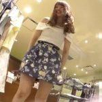 【盗撮動画】超美人ショップ店員さんのパンティ!スタイル抜群な美脚をウットリと楽しみむのに大変重宝ww