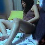 【盗撮動画】最高レベルに可愛い美人JDの部屋を覗くと彼氏と一緒・・・しかし、彼氏が帰ると即オナニー開始w