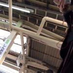 【HD盗撮動画】大問題JKパンチラ映像!完全に場所バレ!JK山手線新大久保駅ホームの看板が鮮明に映るw