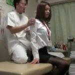 【動画】小顔美人のスレンダー制服OLがマッサージに来院して整体師に激しい腰付きでレイプされて完全昇天w