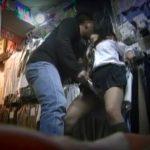 【盗撮動画】観覧注意!ブルセラに独りでパンツを売りに来た美少女JKをその場でハメ撮りレイプして販売!