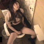 【盗撮動画】美人ギャルの破廉恥オナニー映像が流出!レストランの女子トイレに籠り絶頂した完全中毒者w