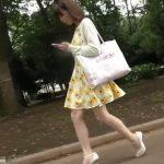 【盗撮動画】公園で見かけた清楚な激カワギャルに運命を感じて尾行!お買い物中にパンチラを撮影しまくりw
