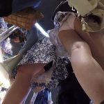 【HD盗撮動画】買い物中の清楚系美人ギャルのスカート内を逆さ撮り!極上のパンチラアングルが秀逸過ぎるw