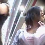 【盗撮動画】完全リアル映像!女子高生や若いギャルの生パンティ!街中で堂々と逆さ撮りされたパンチラ!