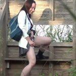 【盗撮動画】世紀の大スクープ!放課後の制服美少女JKの悪ふざけ立ちション姿!放尿の勢いが別格ww