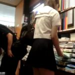 【盗撮動画】今日のターゲットはこの娘に決めました!文房具屋さんで現役女子高生のスカートを捲りパンチラ!