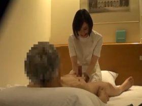 【動画】ホテル従業員が隠し撮り!出張マッサージの清楚な美人妻がお客に執拗に迫られて中出し本番SEX!