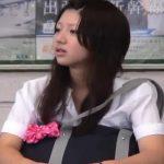 【HD盗撮動画】こんな美少女なJKの股間を視姦!ピンキーなもっこりパンティを収録した最高パンチラ映像w