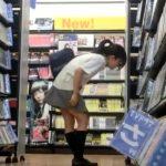 【盗撮動画】某レンタルDVDショップ店内でポニーテール美少女のJKのパンティを撮影するパンチラ撮り師!