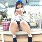 【HD盗撮動画】超危険パンチラ映像!可愛らしくて生理が来てるのかも心配な美少女の「ぱんちゅ」を撮影ww