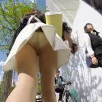 【盗撮動画】街中颯爽と歩くギャルの背後を追跡する!ヒラヒラとスカートの中からチラ付くパンチラ映像を公開ww