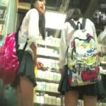 【盗撮動画】「朗報!残念ながら本物です!」超美少女の制服JKを逆さ撮りしたパンチラ映像が公開されているwww