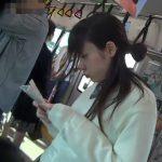 【HD盗撮動画】JKパンティも天然ものに限る!メッチャ可愛い現役女子高生のスカート内からパンチラ捕獲www