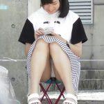 【盗撮動画】清純美少女のお嬢さんの純白パンティを正面から凝視する!清潔感あふれるパンチラ映像が格別www