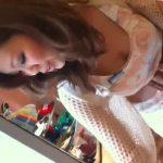 【盗撮動画】ヘソ出し爆乳スタイルの美人ショップ店員さんのフェロモンダダ漏れな胸チラやパンチラ映像が最高www