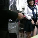 【盗撮動画】ブルセラでパンツ売ってお小遣い稼ぎ!のはずが店主にバイブを突き付けられてレイプされるガリ勉JK!