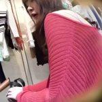 【盗撮動画】まさにパンチラされるために生まれてきた様な美人ショップ店員!長身足長ムチムチ下半身を逆さ撮りw