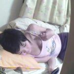 【盗撮動画】最近オッパイが膨らんできて食べ頃になってきた妹の部屋を覗くとすでにオナニーの快感を知っていたw